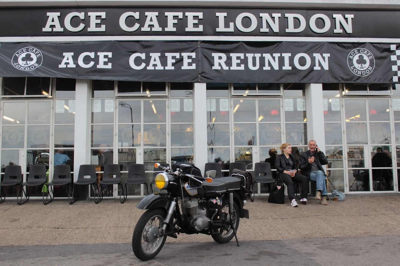 Philipp's MZ vor dem ACE CAFE LONDON